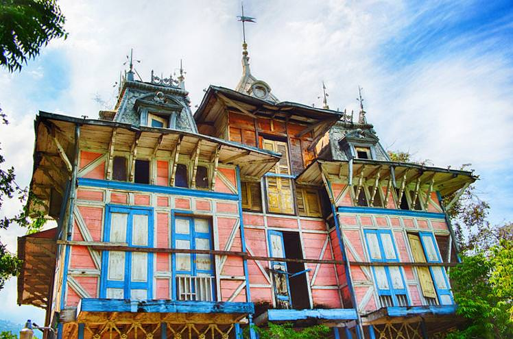 Gingerbread house in Port-au-Prince (Image by Viran De Silva, via Lonely Planet)